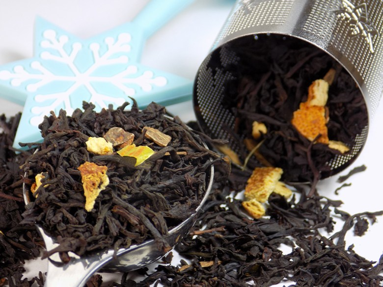 Monarch Tea Co Holiday Blend 2016 Review - Loose Tea with infuser and Perfect Spoon