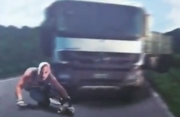 xXx 3 - Vin Diesel on a Long Board!