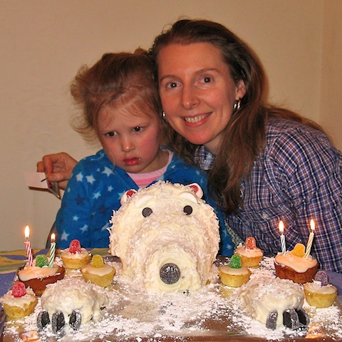 Polar bear cake and cupcakes