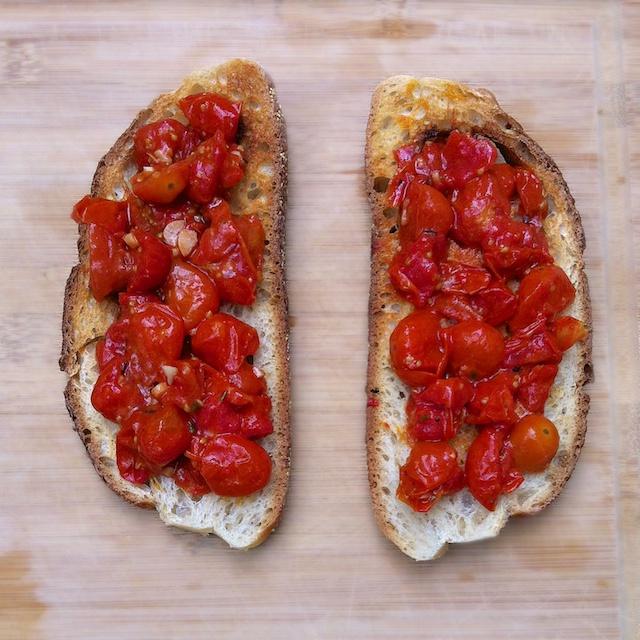 Roasted Tomato Bruschetta | Teaspoonofspice.com