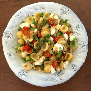 Roasted Asparagus Caprese Pasta Salad