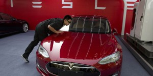 tesla-model-S-hacked-by-tencent-1