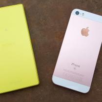 Apple iPhone SE vs Sony Xperia Z5 Compact (1)