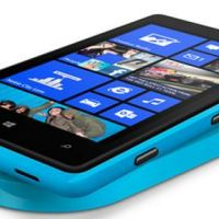 Nokia Lumia 920 vs HTC 8X - a bright and colorful battle