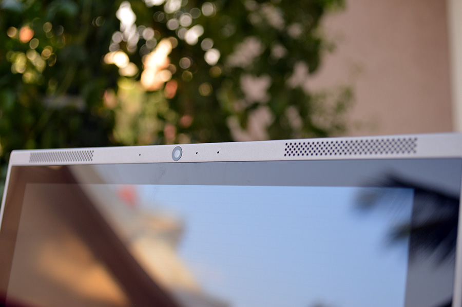 Smartron-tBook-dual-speakers