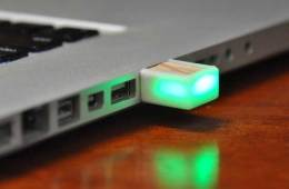 blink(1) LED alert for USB ports, a Kickstarter project