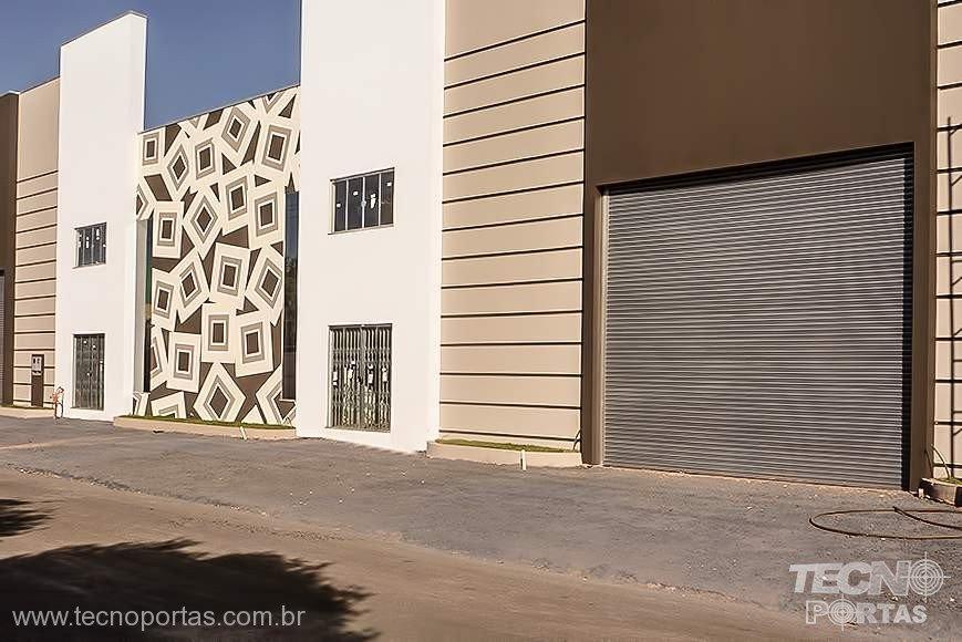 PORTAS DE ENROLAR FECHADA COMERCIAIS