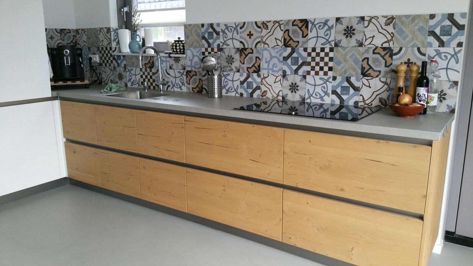 keuken wandtegels portugees : Portugese Patchwork Tegels Keuken Met Strakke Gietvloer Betonlook