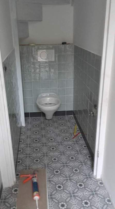 keramische-patroontegels-in-toilet