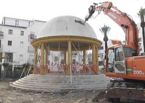 Comienza el derribo del templete de la Plaza Antonia Guerrero
