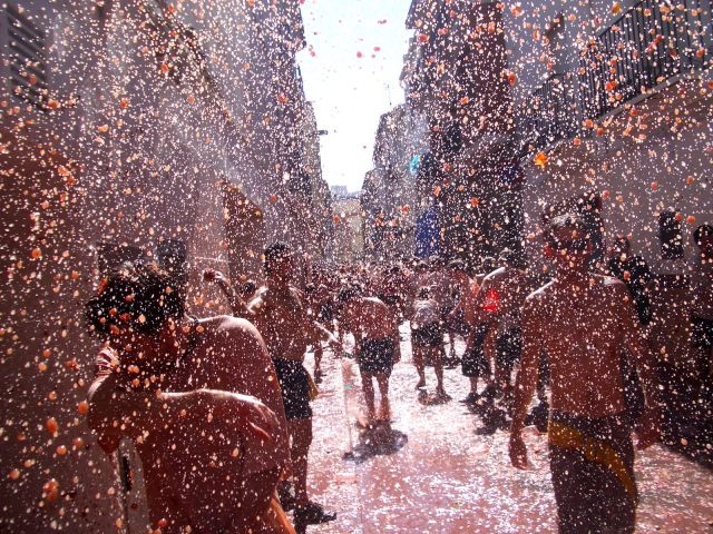 Tomatina Festival, Zindagi Na Milegi Dobara, Battle, Spain, Tomatoes, Disinfectant, Firefighters, City, Cheap, Taste, Extremadura, Ham, Palo Jabon, Trucks, Singing, Vegetable, police, Bunol, Brawl, Flamenco, Bullfighting, San Sebastian Festival, Fallas De San jose, Spring, La Concha, The Palacio Real of Madrid, Ibiza, Alhambra