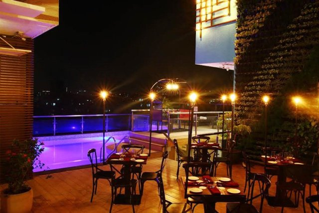 5, rooftop, restaurants, Mumbai, dinner, lush life, view, breeze, sky, Aer, Worli, Four Seasons, Patch Of Sky, Andheri East, Skky, Ramada, Powai, Asilo, Palladium, Breeze, Powai