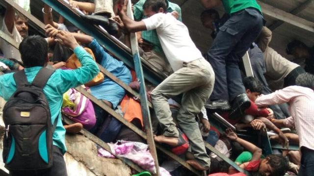 Elphinstone Road, rail, railways, western line, accident, short circuit, stampede, rail accidents, death, injury, injured, people, Mumbai, Mumbaikars, train, local train, western line, deaths, travel safe