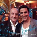 Akshay Kumar poses a selfie with Anupam Kher