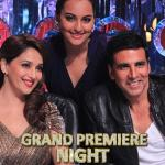 Sonakshi poses with Madhuri and Akshay
