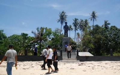 Pulau Morotai, tempat Kamu Bisa Belajar Sejarah Perang ...