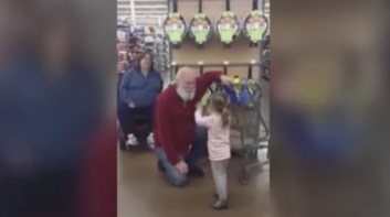 Little girl mistakes bearded shopper for Santa Claus then something amazing happens   YouTube