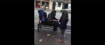 watch-the-moment-this-little-girl-spots-a-homeless-man-outside-the-restaurant