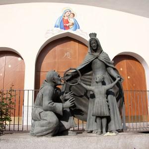 Portone_Chiesa_con_simboli_ottone