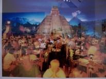 Reiner Riedler, C-Print, Pyramiden in Mexico, Florida 2006