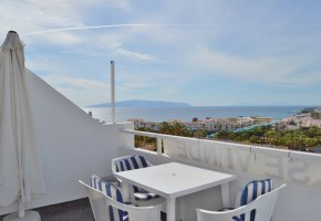 One Bed, Top floor Apt Sea-Views In Malibu Park For Sale 129,950€