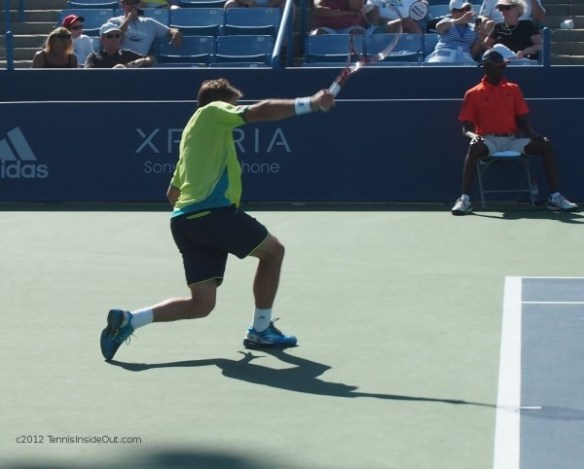Stan Wawrinka one hander backhand crouch dig Cincinnati Open pictures