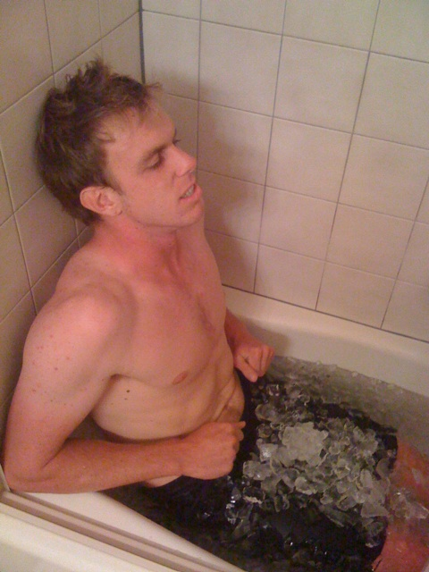Sam Querrey ice bath ice cubes shorts shirtless pictures USO 2009