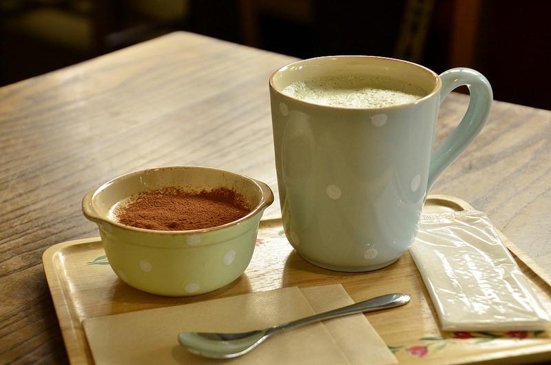 グルテンフリーのティラミスとよもぎ豆乳ラテ