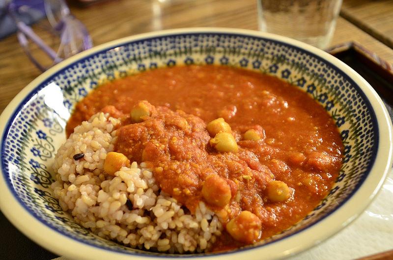 サルンポヮク、ひよこ豆&トマトの玄米カレー