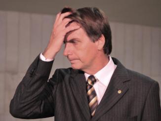 """Bolsonaro terá que parar de falar besteiras para conquistar o Eleitor Mediano. Mas, quando parar, irá falar sobre o que?"""" Foto:UJS"""