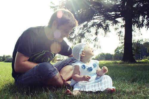 赤ちゃんと父