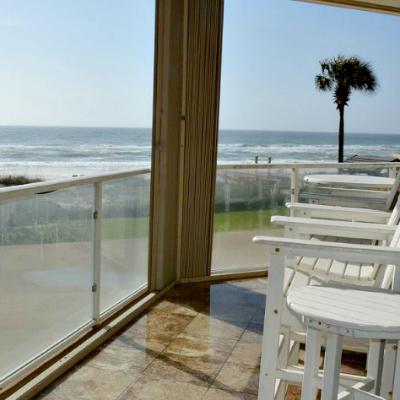 Sterling Sands Destin rental condo living room balcony