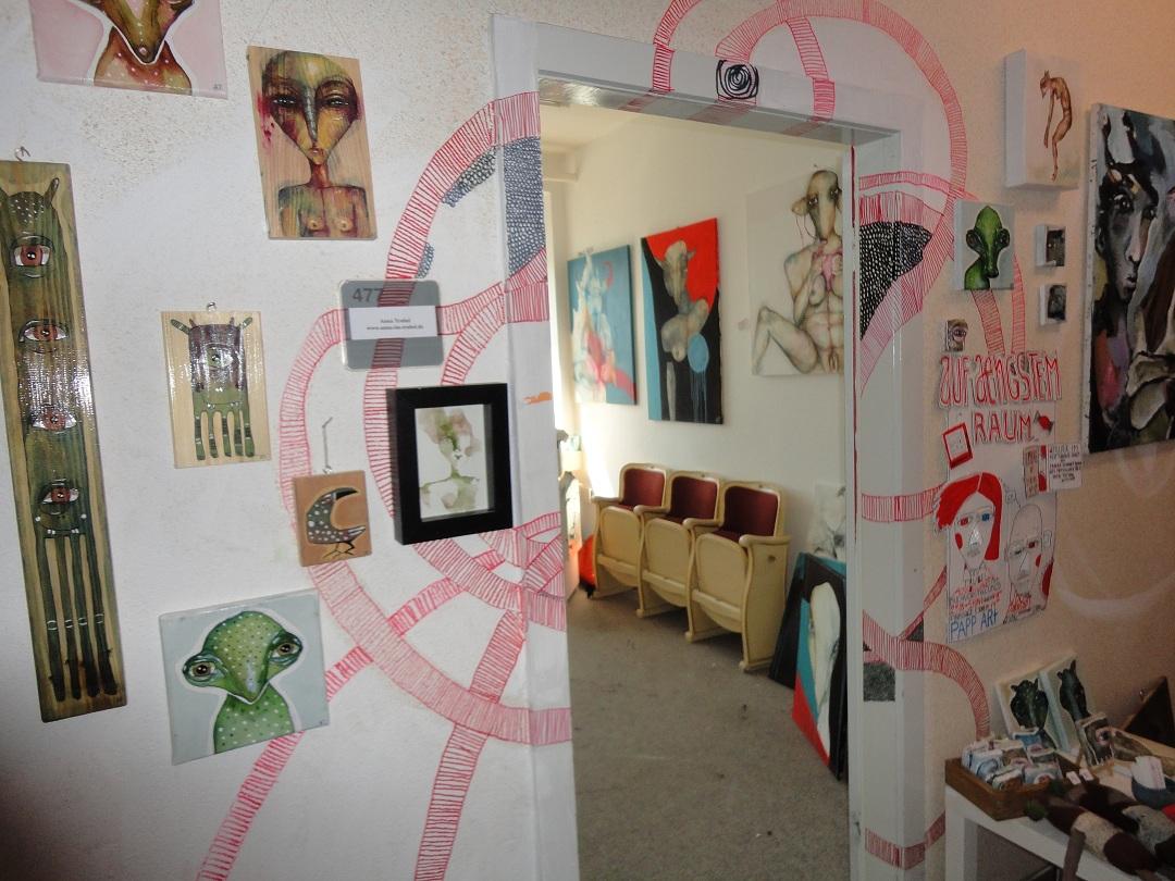 Wohnzimmer deko schwarz weiss silber rot for Deko silber wohnzimmer