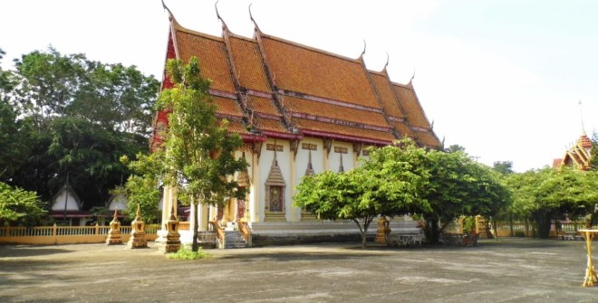 Храм Wat Phra Tong на Пхукете