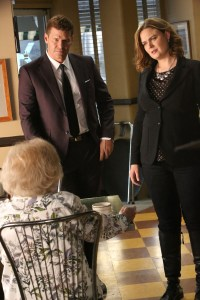 """BONES:  L-R:  Guest star Betty White, David Boreanaz and Emily Deschanel in the """"The Final Chapter:  The Radioactive Panthers in the Party"""" episode of BONES airing Tuesday, March 14 (9:01-10:00 PM ET/PT) on FOX.  ©2017 Fox Broadcasting Co.  Cr:  Patrick McElhenney/FOX"""