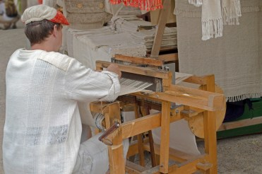 weaving machine at 5 Petalled Rose Festival