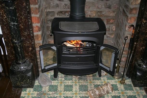 fireplace-195296_640
