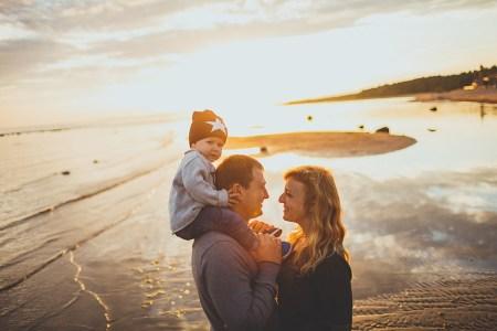 Залив счастья: маленький Женя и его родители