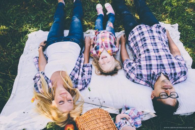 Счастье в клетку: Женя, Коля и Диана