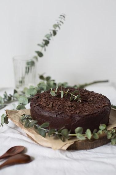 shokoladnyj-tort-s-chernoslivom-5