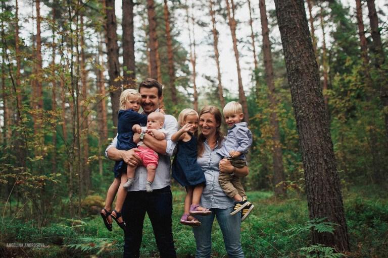 Счастье в детях: семейная съемка Эдуарда, Ксении и их четырех детей