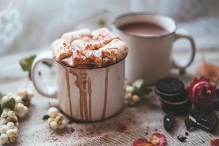 Уют в чашке: какао с маршмеллоу