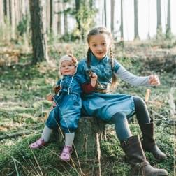 Уютная осень всей семьей: Алиса и Василиса с родителями