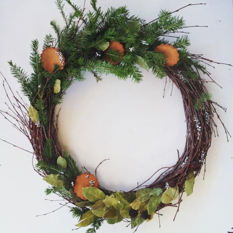 Плетем новогодний елочный венок