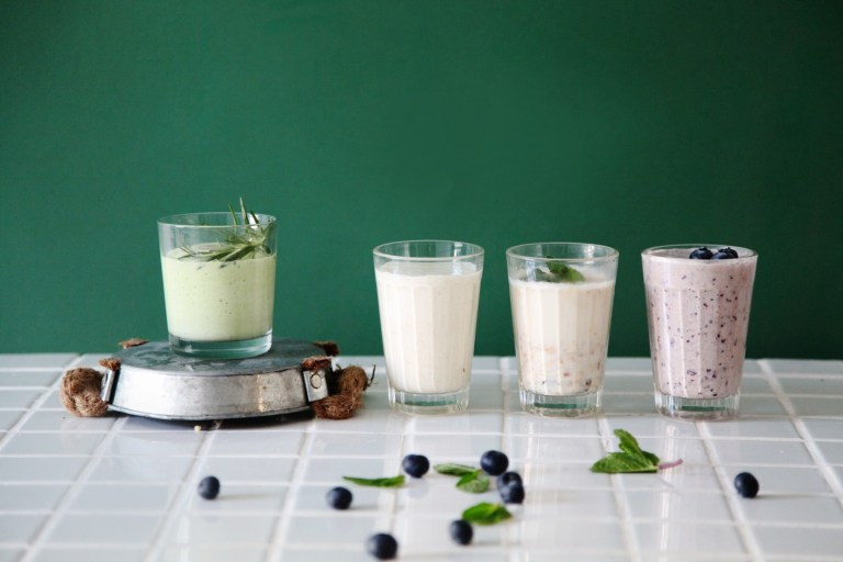 Рецепты для мам: смузи и миндальное молоко