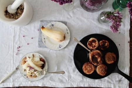 Рецепты для мам: ягодные блинчики, козий сыр и запеченная груша