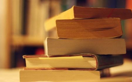 Книжный шкаф: 5 книг из курса школьной литературы