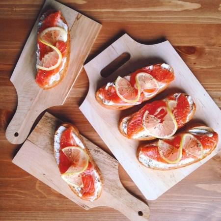 Быстрые рецепты от Вероники: брускетты с красной рыбой и творожным сыром