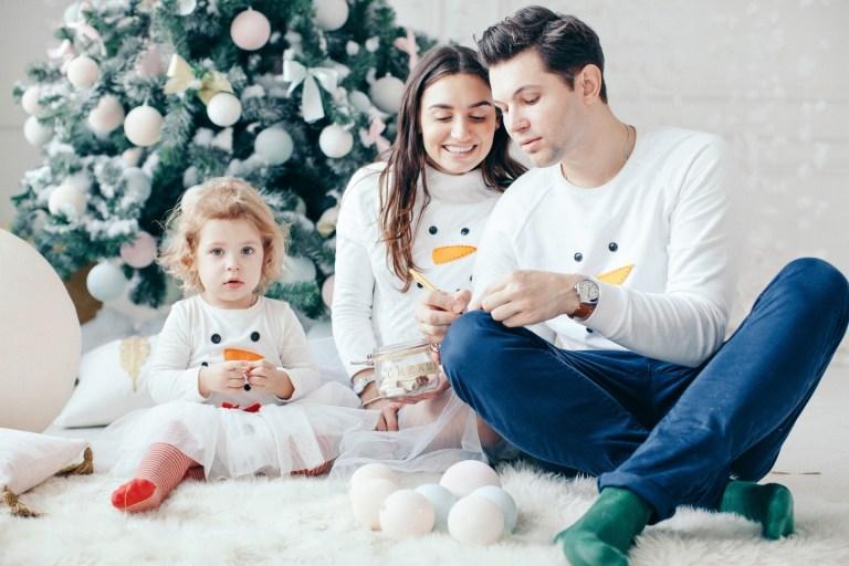 Семья снеговиков: Андрей, Анна и Лиза