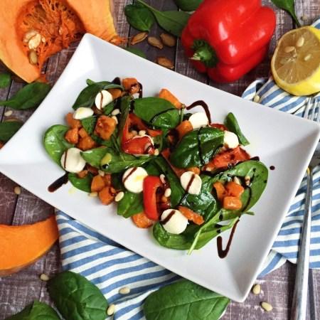 Рецепт теплого салата из тыквы, шпината и моцареллы